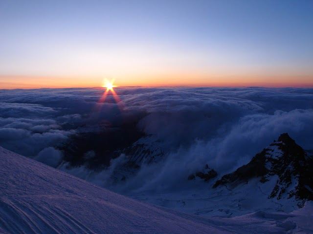 photo photography mount rainier mountain sunrise blue sky clouds landscape picture beautiful