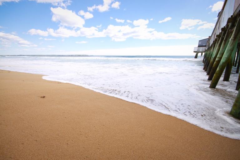 oob old orchard beach coast maine wave break surf water bleu green pier wooden